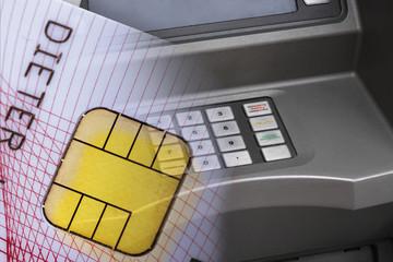 Kreditkarte vor Cash-Terminal, Nahaufnahme