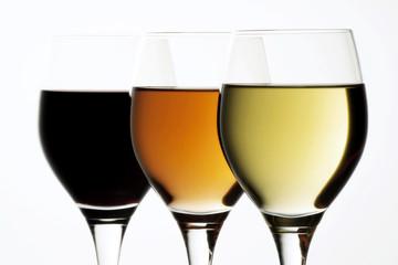 verschiedene Weine, drei Gläser