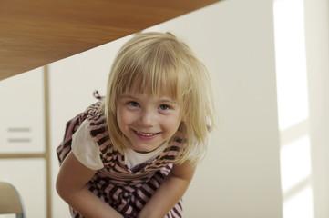 Mädchen  in der Küche, Lächeln, Portrait