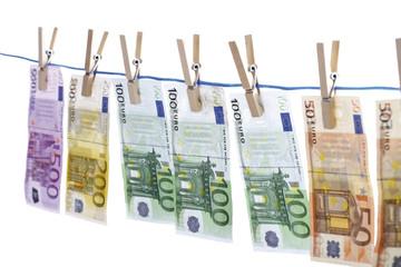Euro-Banknoten auf Wäscheleine, Nahaufnahme