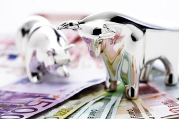 Bulle und Bär Figur auf Euro-Banknoten, Nahaufnahme