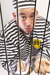 Mann im Gefängnis, Geldwäscher