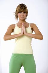 Junge Frau praktiziert Yoga, Portrait