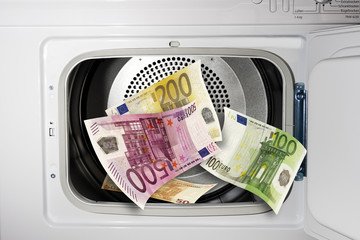 Euro-Scheine in der Waschmaschine, Nahaufnahme