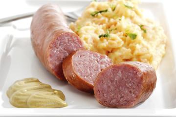 Hackfleisch Wurst mit Kartoffel-Karotten-Püree