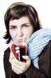 Junge Frau trinkt Tee, Gesundheit