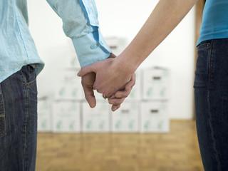 Paar Händchen haltend, Nahaufnahme