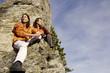 Junges Paar entspannt auf Gipfel