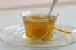 Tasse grüner Tee mit Zitrone