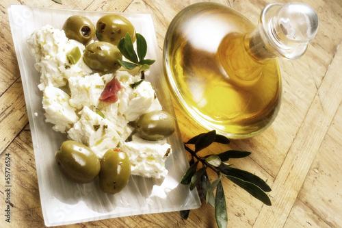 Feta-Käse und Oliven, erhöhte Ansicht