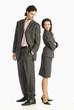 Zwei Geschäftsleute stehen Rücken an Rücken