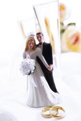 Brautpaar mit Champagner-Gläsern