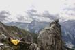 Österreich, Salzburger Land, junge Frau entspannt