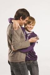 Vater und Sohn, Vater übergibt Vespa-Schlüssel