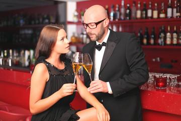 Paar in einer Bar