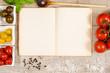 Vintage Buch und Papier mit Testfreiraum für Rezept mit Zutaten