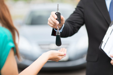 customer and salesman with car key