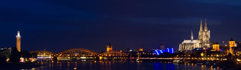 Kölner Panorama bei Nacht