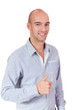 erfolgreicher lachender geschäftsmann mit blauem hemd