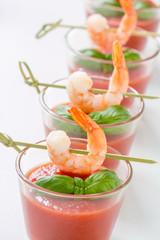 Gazpacho mit Garnele und Basilikum