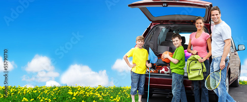 Foto op Aluminium Kamperen Happy family near new car.