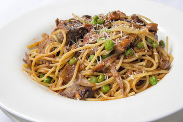Spaghetti Pasta with Braised Lamb and Green Peas Dish