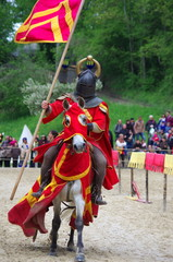 fête médiévale - chevalier en armure