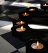 Meditieren bei Kerzen