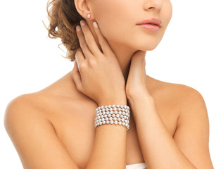 beautiful woman with pearl earrings and bracelet