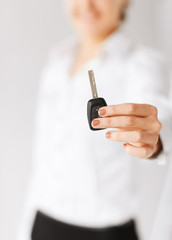 woman hand holding car key
