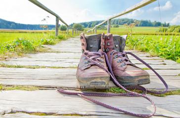 Wanderweg und Wanderschuhe