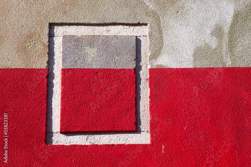 Hauswand mit Fensterrahmen