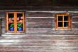 canvas print picture - altes österreichisches Blockhaus mit Geranien am Fenster