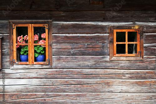 canvas print picture altes österreichisches Blockhaus mit Geranien am Fenster