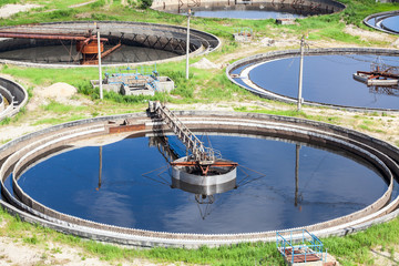 Circular sedimentation tanks for sewage cleaning with scrapers