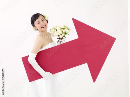 矢印を持つ新婦