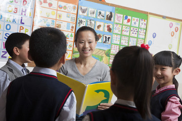 Teacher reading to her elementary school students