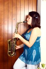 suonatrice di sassofono