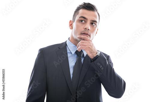 Nachdenklicher Mann in Anzug und Krawatte isoliert