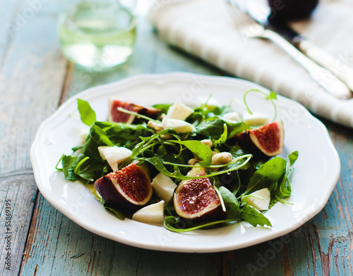 Fig,arugula and cheese salad