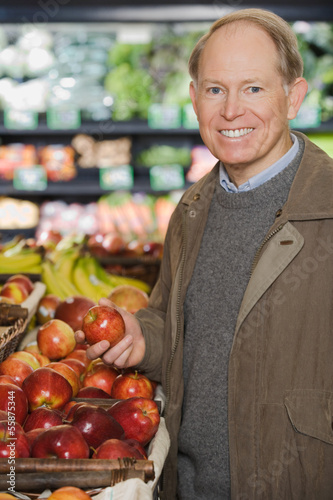 A man holding an apple