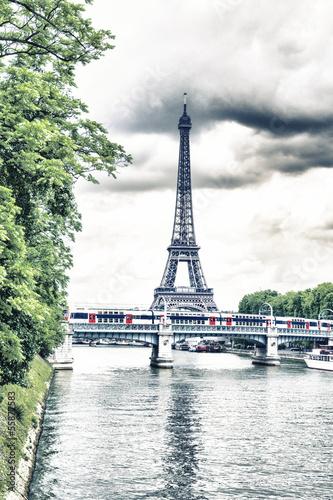 Obraz na płótnie Tower Eiffel and Metro reflex on the Seine river