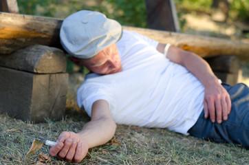 Addicted man faintedafter taking an overdose