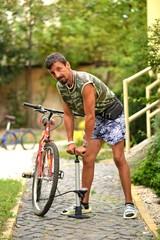 Gonflage du pneu d'un bícycle