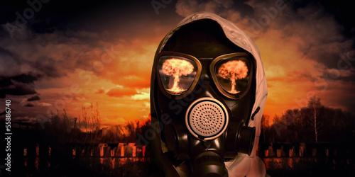 Man in gas mask © Sergey Nivens