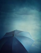 "Постер, картина, фотообои ""Dark clouds and umbrella"""