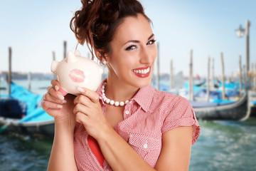 Hübsches Mädchen hat für Venedig gespart