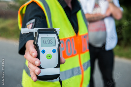 Leinwanddruck Bild Alkoholtest - Polizei - Alkohol am Steuer