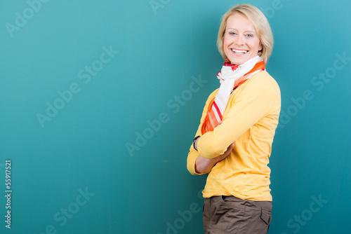 attraktive blonde frau mittleren alters