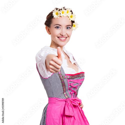 junge Frau im Dirndl zeigt Top-Daumen